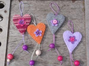 4 felt hearts